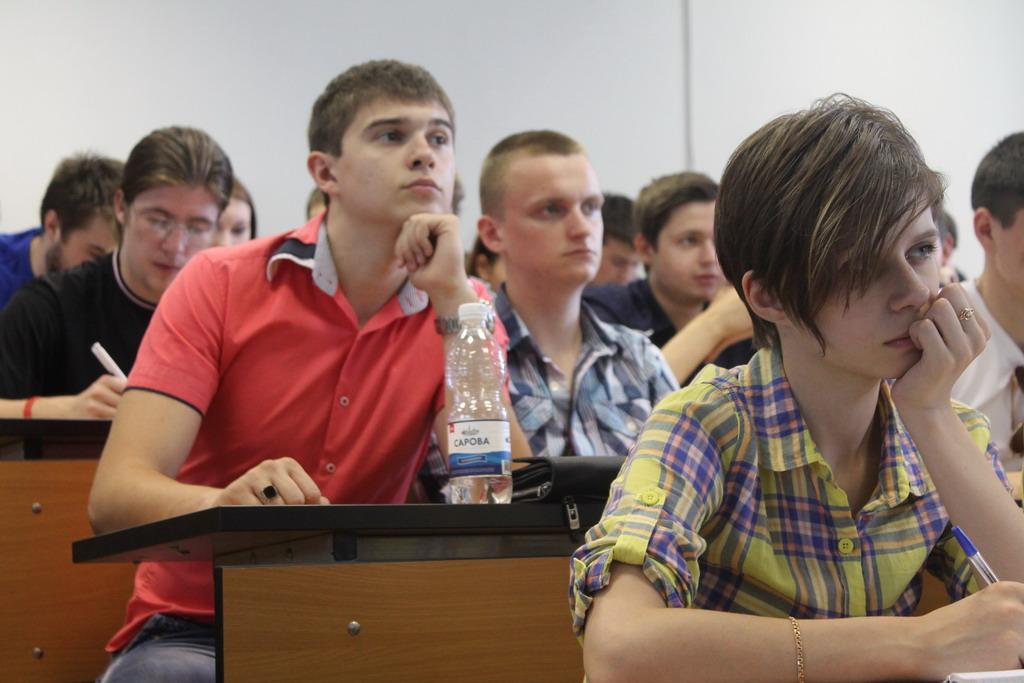 viki-boni-foto-studentok-bez-trusov-postepenno-porno-paren-poznakomilsya